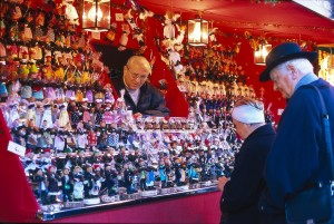 Christmas Market shopping in Nuremberg, Germany, is a visitors dream come true. Photo: Kiedrowski, Rainer, Courtesy of GNTO